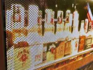 STACJA 1 - projekty i wykonanie reklam zewnętrznych, m. in. oklejenie szyb folią okienną OWV, potykacze reklamowe, tabliczki parkingowe.